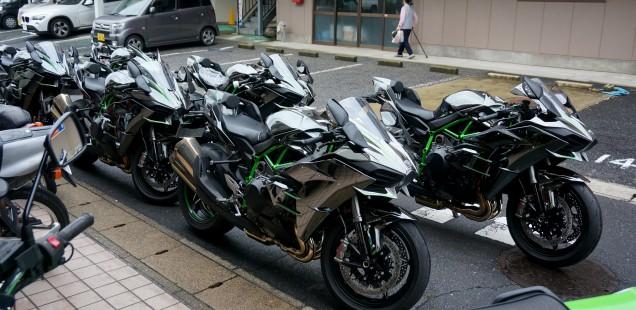 沢山のご依頼誠にありがとうございます!カワサキH2 フィルムガードシステム ガラスコーティング 千葉県 松戸市 バイク
