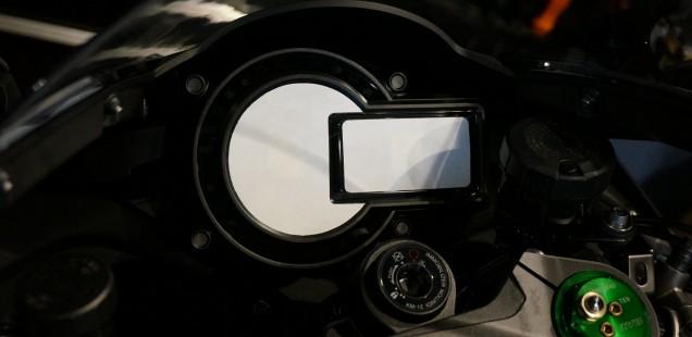 カワサキ H2 ガラスコーティング メーターその他 フィルムガード追加で始まりました。
