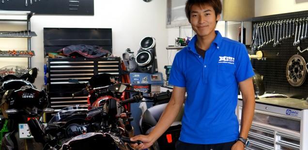 with me の代表取締役 神永さんが コーティングの為車両を入れてくれました バイク ガラスコーティング フィルム施工