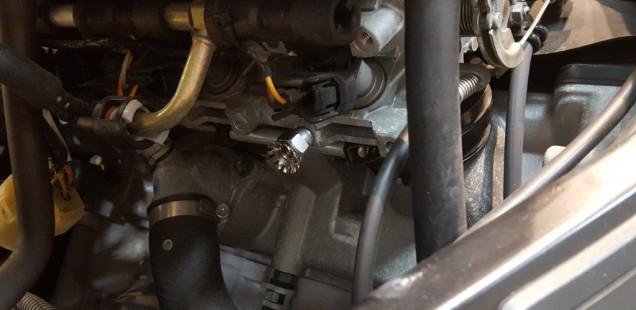 GSX1300R 隼 旧モデル 除電しました。静電気除去 バイク アルミテープ インジェクターチューニングボルト